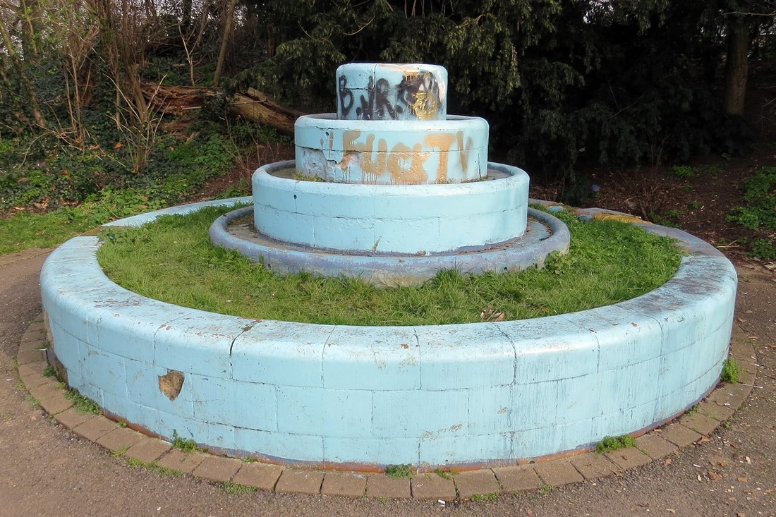 From 1923 a lido was located in the northern tip of Peckham Rye common. The lido closed in 1987 and the only visible reminder are the remains of the  fountain.