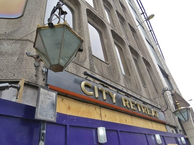 Holborn, EC4 -  the closed down City Retreat pub (Derelict London)