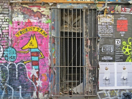 Picture of tourist trap graffiti on derelict building near Brick Lane, Shoreditch