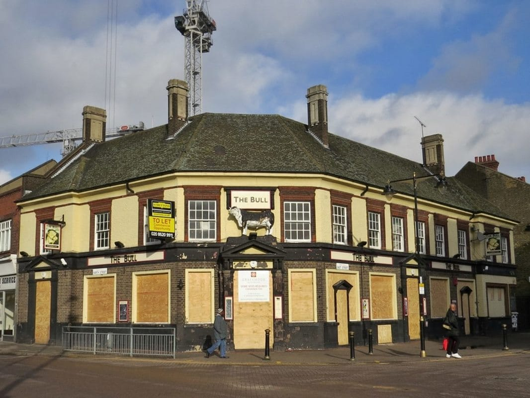 Picture of derelict Bull pub in Barking Essex