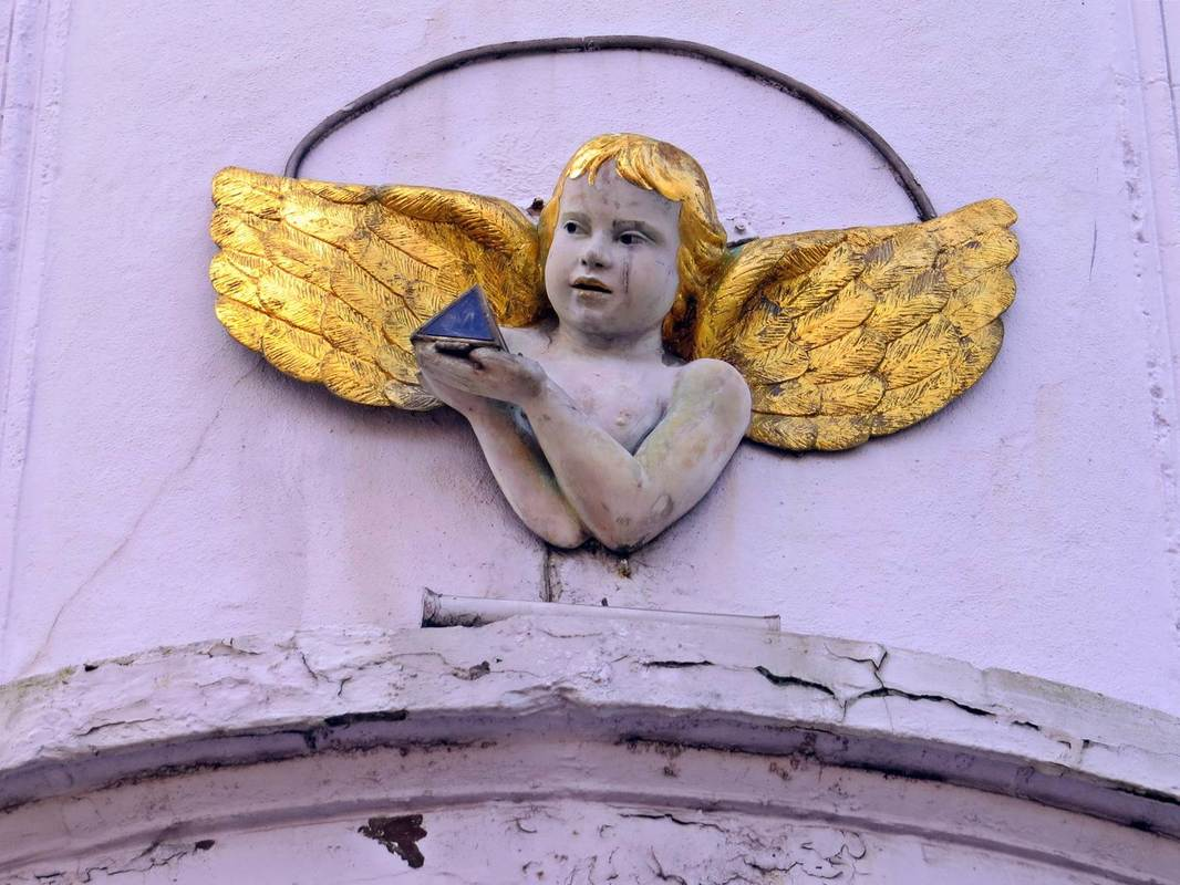 Picture of angel on side of ex pub on Three Colt Street in Limehouse