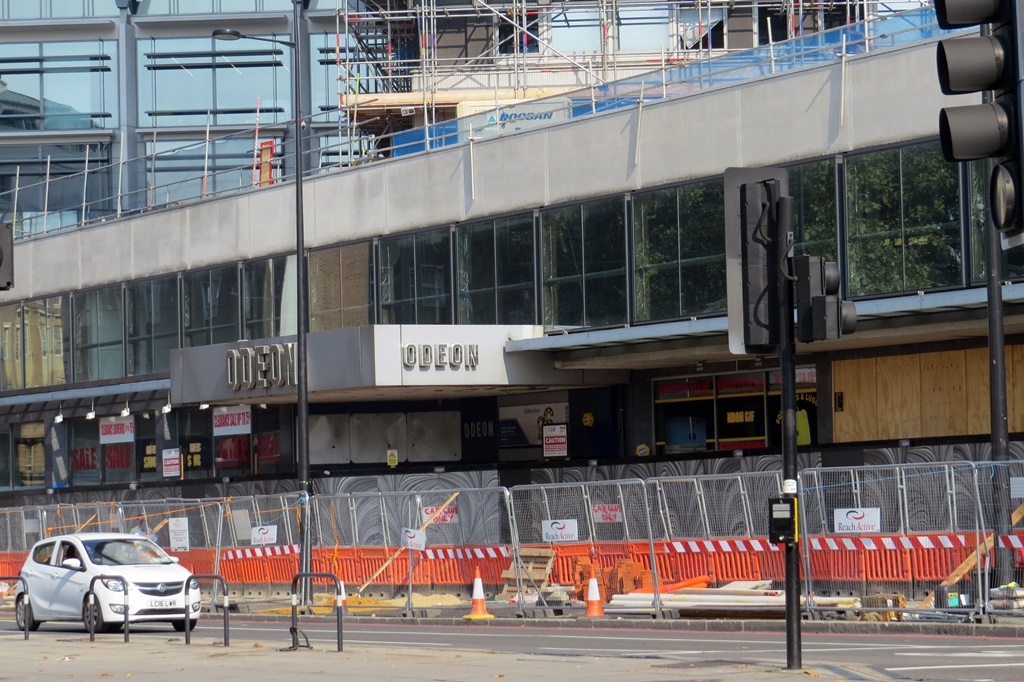 Picture of closed down Marble Arch Odeon on Edgware Road