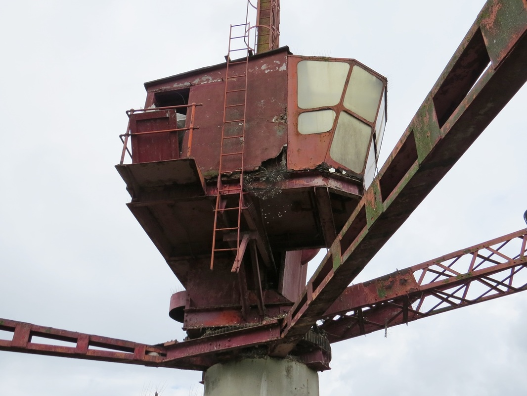 Picture of Rotherhithe red crane. This crane is the last of its kind in London