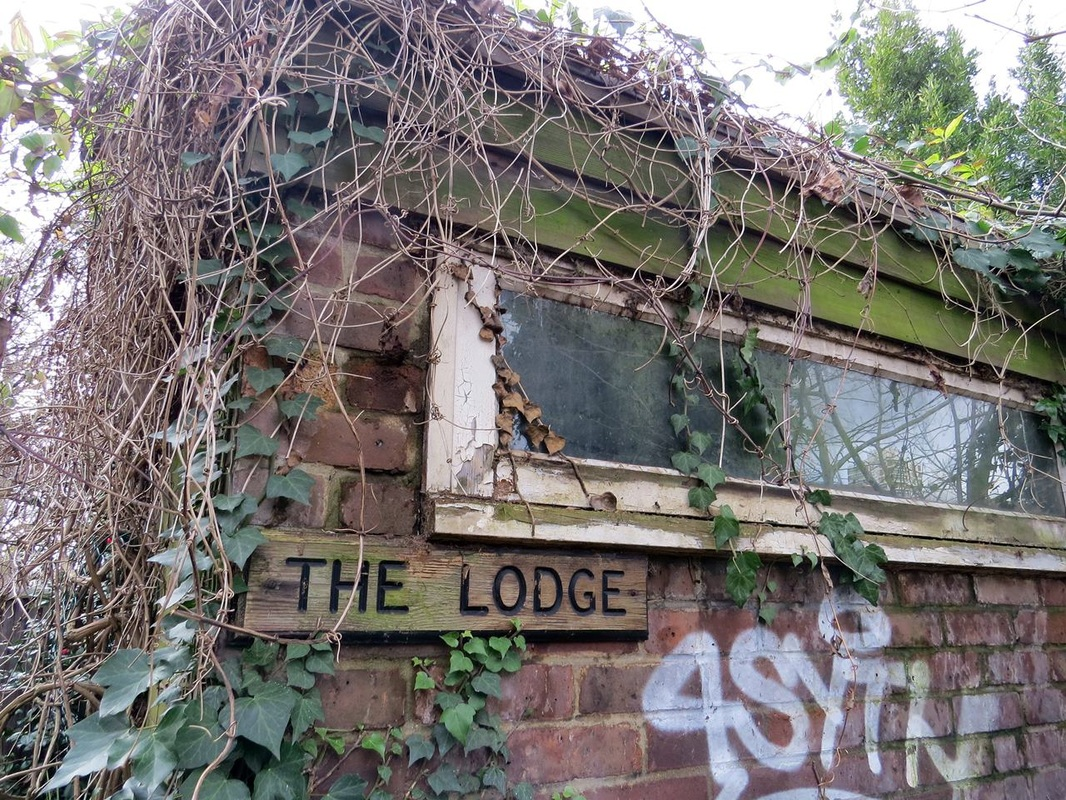 Picture of derelict Southwark Park Keepers Lodge in Rotherhithe, SE16