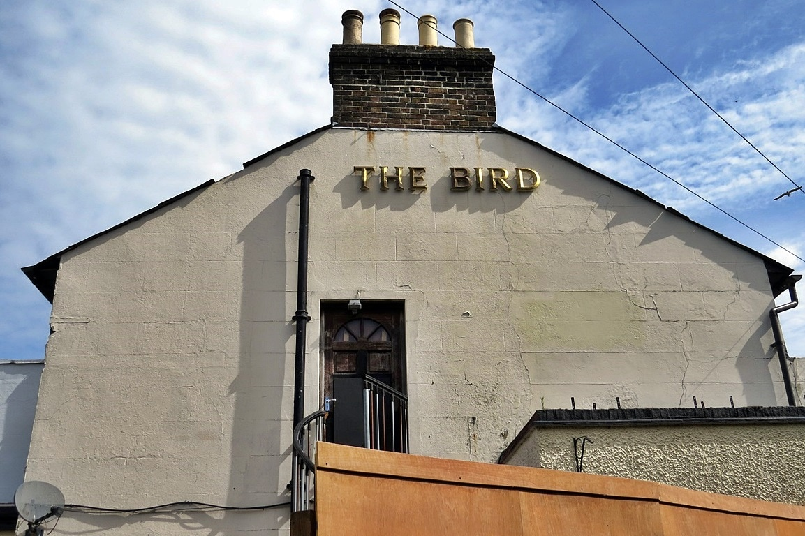 Dead & derelict pub. The Bird in Hand (and briefly the Bird of Pride before reverting to its former name) on Sydenham Road