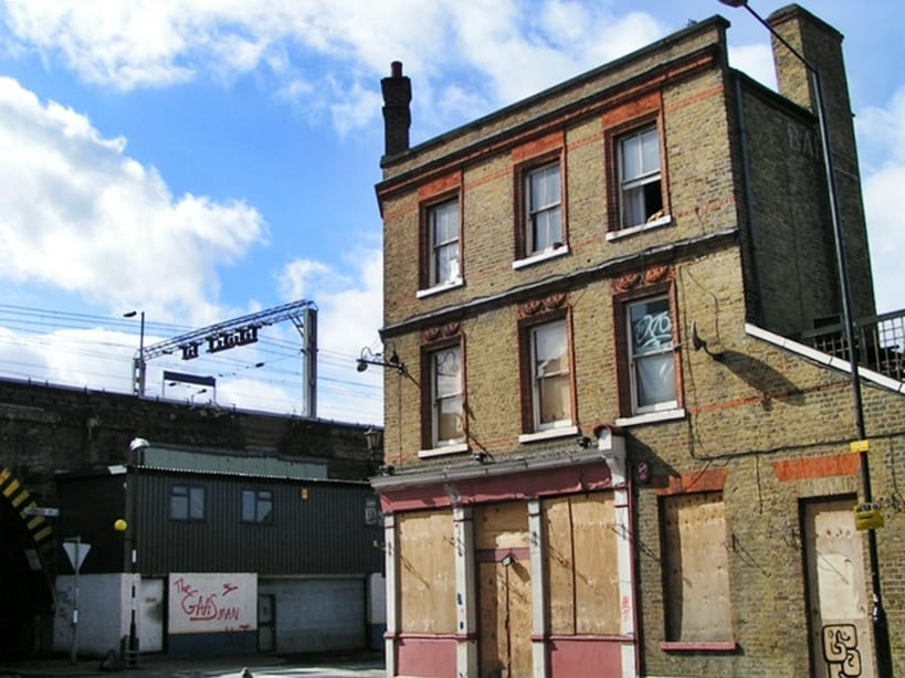 This Dunbridge Street pub was originally the Lord Hood and renamed the Cavalier around 1991 and closed in 2001