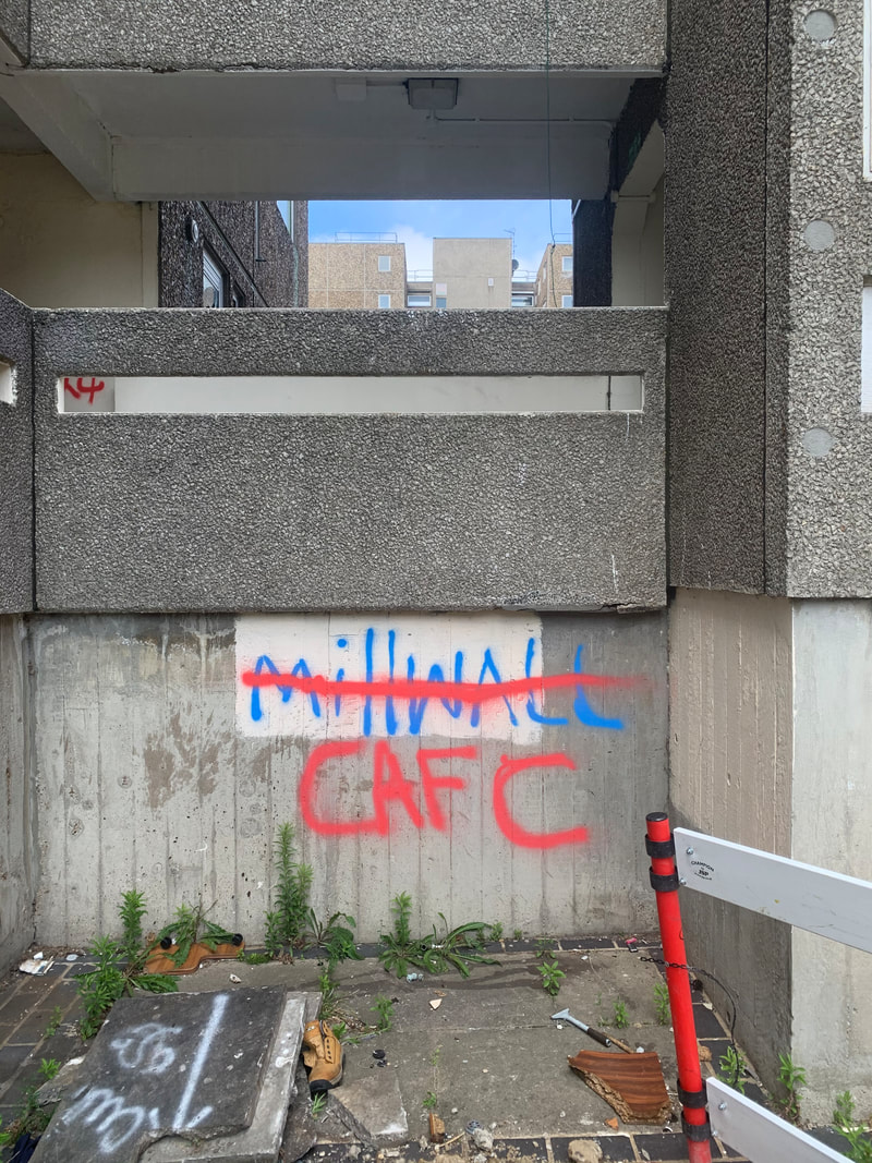 Picture of Millwall FC and Charlton FC graffiti in derelict South East London housing estate
