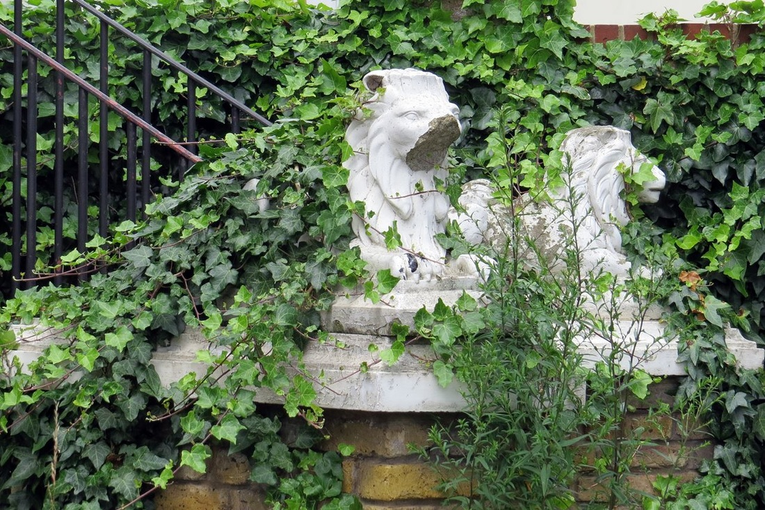 Picture of crumbling lions outside the closed down Portmanor pub  in London Borough of Croydon