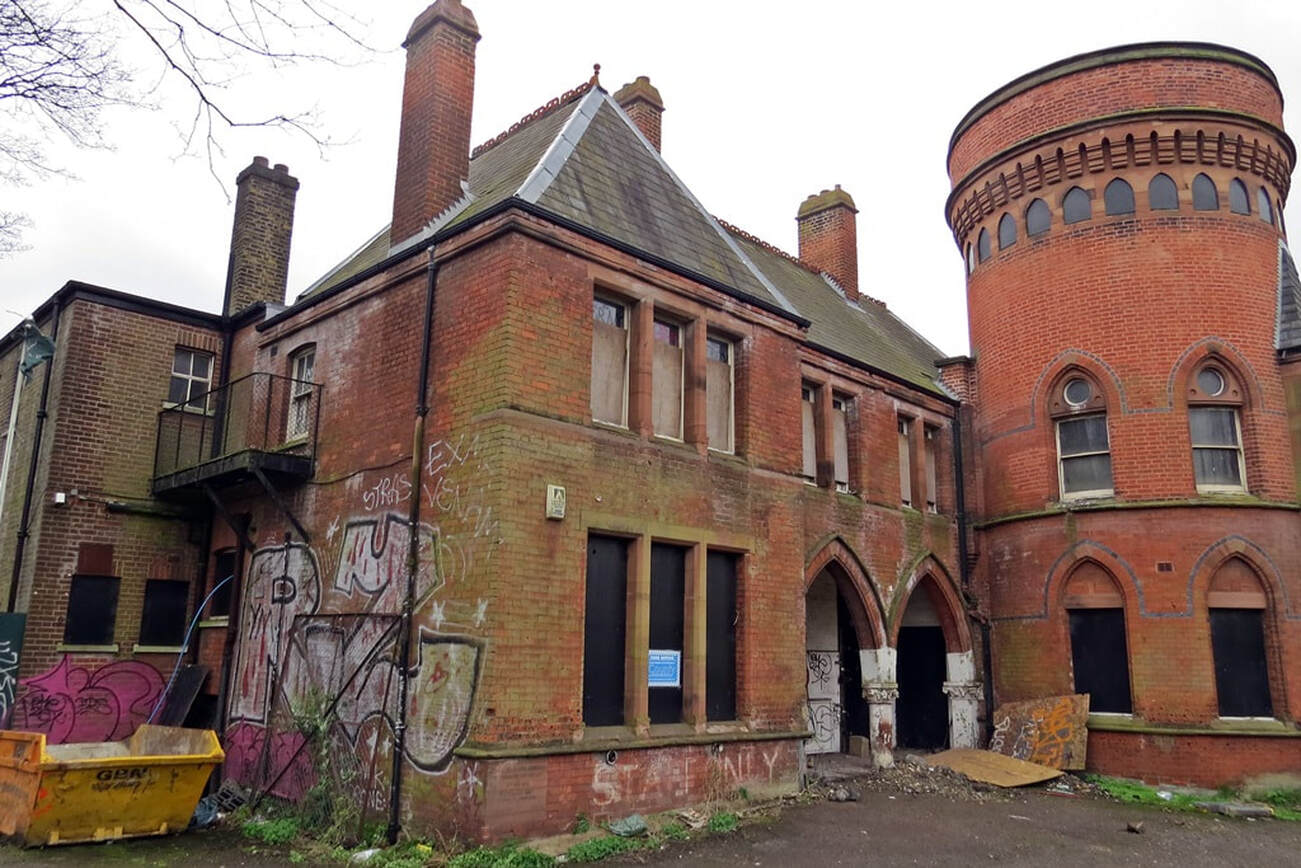 Picture of derelict exterior of former swimming baths Ladywell Play Tower in Lewisham