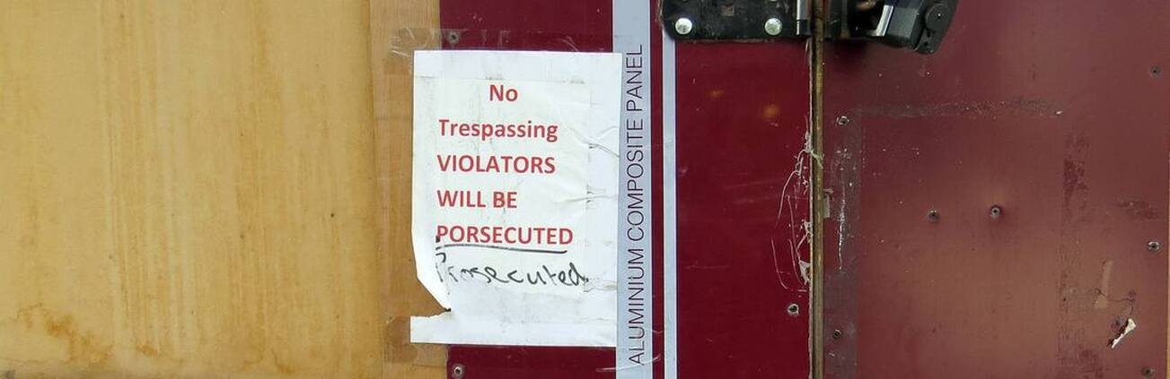 Picture No Trespassing. Violators will be porsecuted sign in Central London